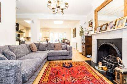 4 Bedrooms Terraced House for sale in Newbury Park, Ilford, Essex