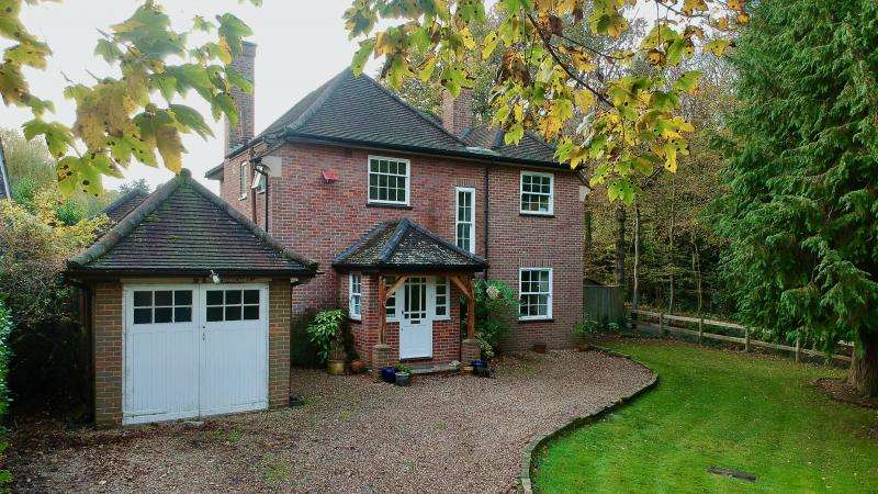 4 Bedrooms Detached House for sale in Beechwood Avenue, Amersham