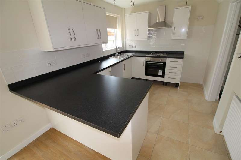 3 Bedrooms Semi Detached House for rent in Ashwell Avenue, Luton