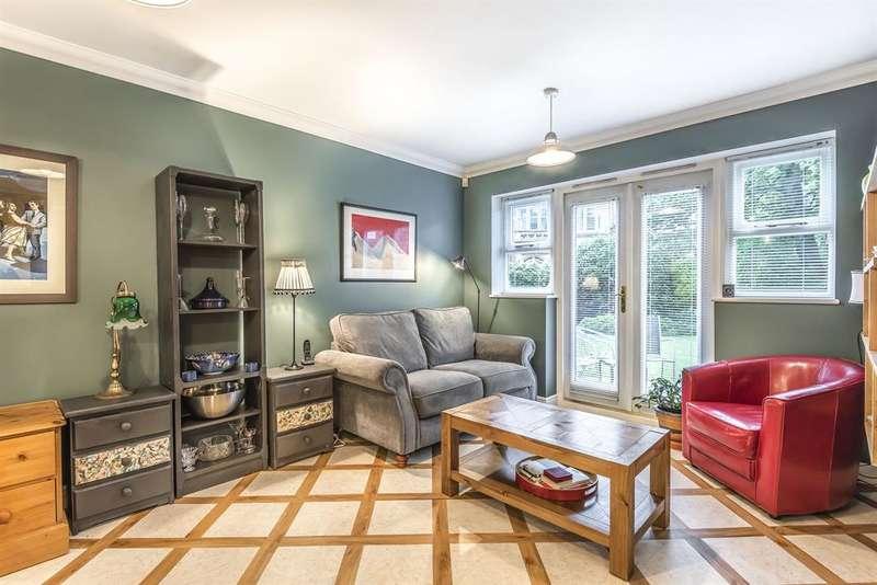 3 Bedrooms Flat for sale in Blue Bridge Lane, York, YO10 4AT
