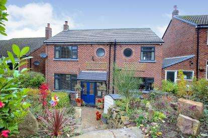 4 Bedrooms Detached House for sale in Blakelow Road, Macclesfield, Cheshire
