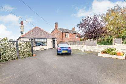 2 Bedrooms Bungalow for sale in Newton Road, Lowton, Greater Manchester, Lowton