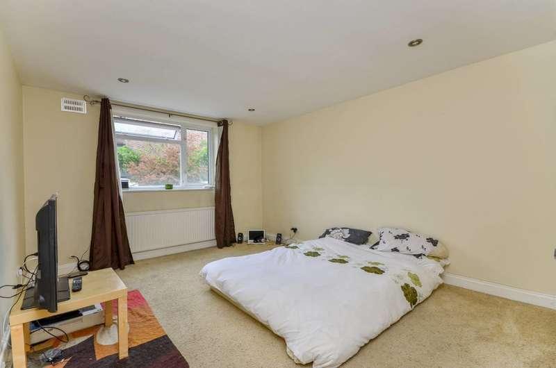 2 Bedrooms Flat for sale in Westwood Court, Honor Oak Park, SE23