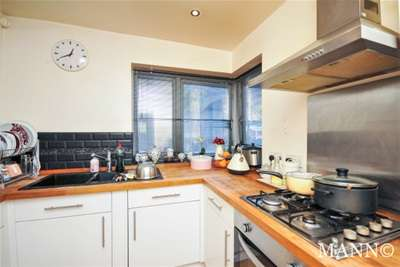 2 Bedrooms Flat for rent in Silwood Street, Bermondsey, SE16