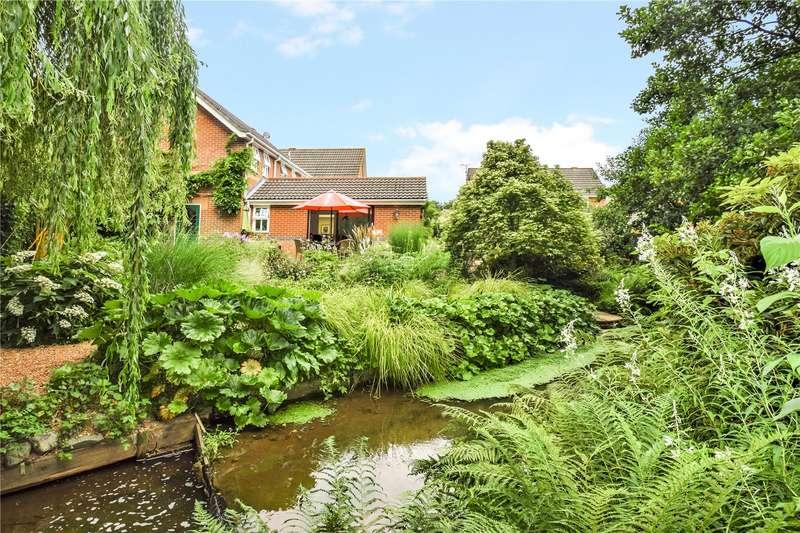 4 Bedrooms Detached House for sale in Clarke Close, Uffculme, Cullompton, Devon, EX15