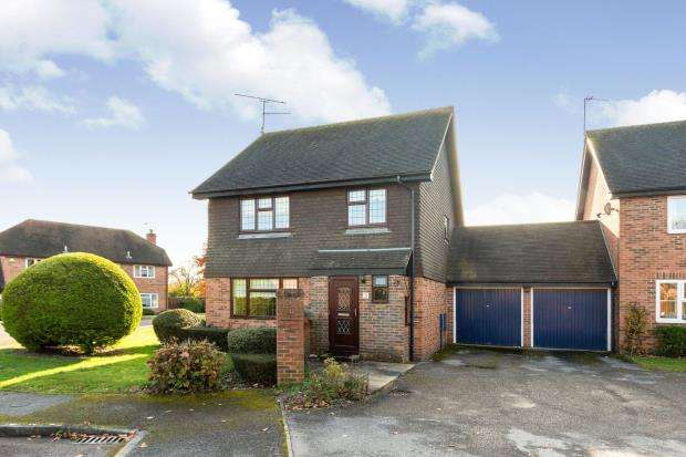 3 Bedrooms Detached House for sale in North Warnborough, Hook, Hampshire