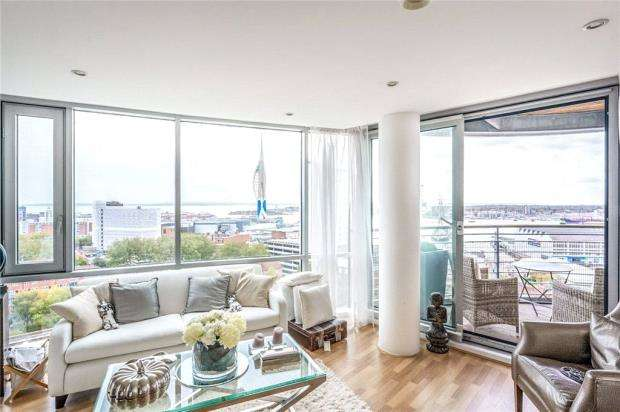 2 Bedrooms Apartment Flat for sale in Admiralty Tower, Queen Street, Portsmouth