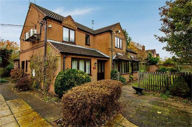 3 Bedrooms Detached House for sale in The Paddocks, Newton-on-Trent, Lincoln