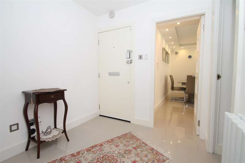 2 Bedrooms Flat for sale in High Road, London N20