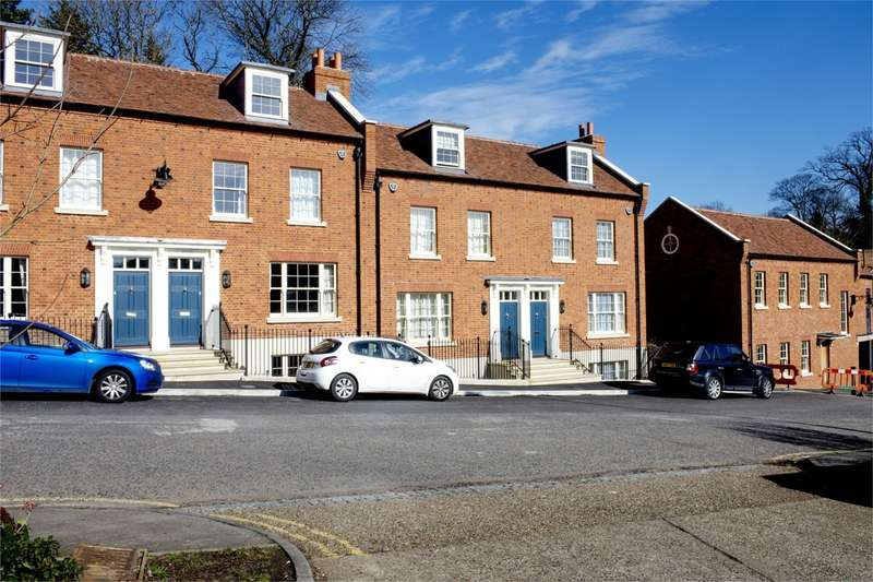 3 Bedrooms Town House for rent in Arm And Sword Lane, HATFIELD, AL9