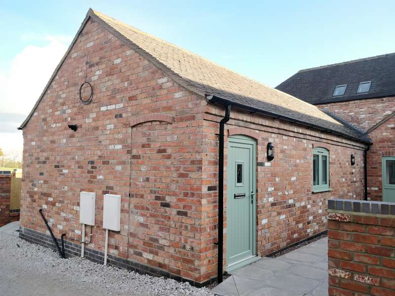 2 Bedrooms Barn Conversion Character Property for rent in Hagley Farm Barns , Slitting Mill , Rugeley , WS15 2UJ