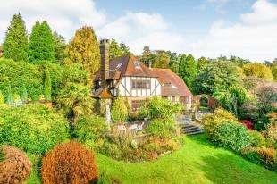 5 Bedrooms Detached House for sale in Veras Walk, Storrington, Pulborough, West Sussex