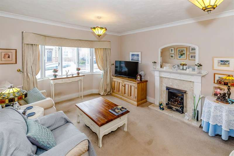 4 Bedrooms Link Detached House for sale in Beech Tree Court, Linton On Ouse, York, YO30 2AW