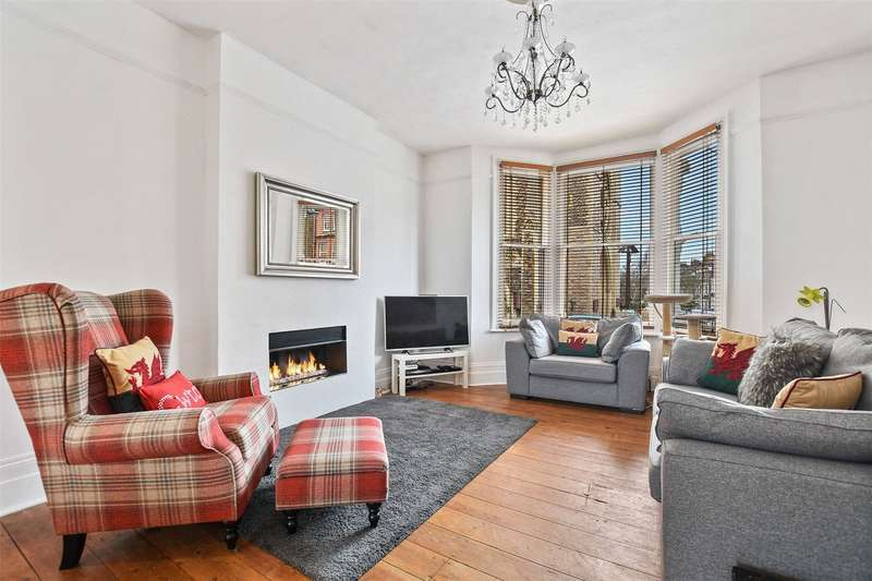 2 Bedrooms Flat for sale in Savernake Road, London, NW3