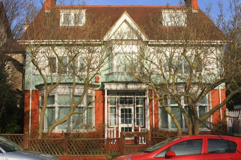 7 Bedrooms Detached House for sale in Oakdene Avenue, West End