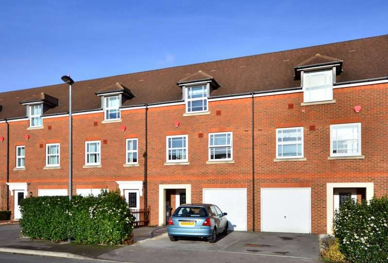 4 Bedrooms House for sale in White Lodge Close, Isleworth, TW7