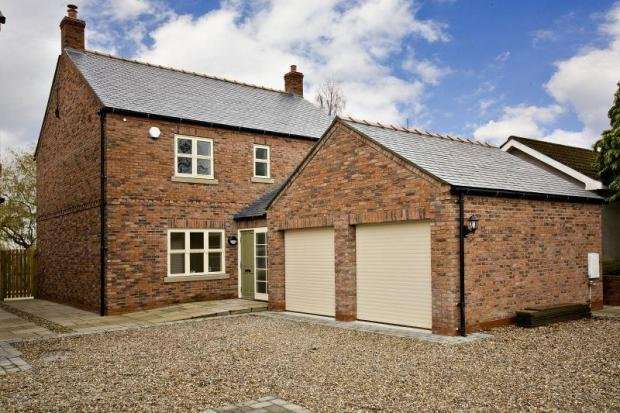 5 Bedrooms Detached House for sale in Low Street, Thornton Le Clay, York, North Yorkshire, YO60