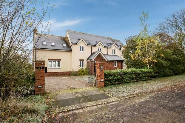 4 Bedrooms Detached House for sale in St Neots Road, Renhold, Bedford