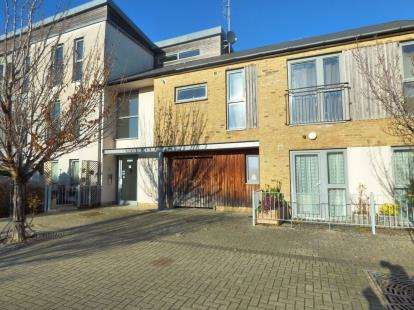 2 Bedrooms Flat for sale in Lee-On-The-Solent, Hampshire