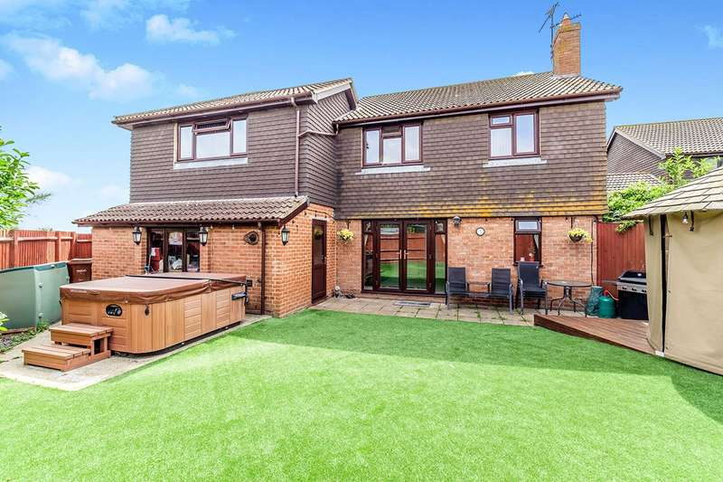 5 Bedrooms Detached House for sale in Little Oakham Court, High Street, Lower Stoke, Rochester, ME3
