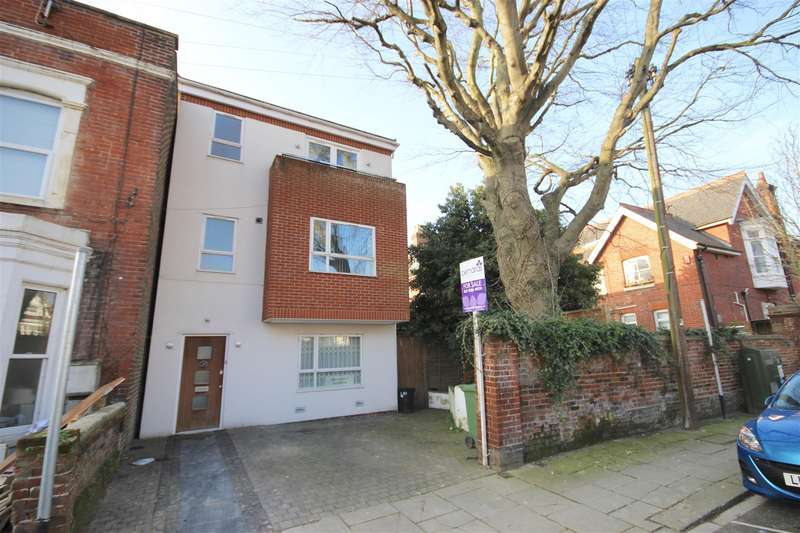 4 Bedrooms Detached House for sale in Havelock Road, Southsea