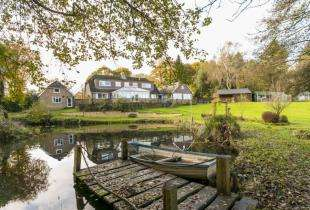 6 Bedrooms Detached House for sale in Three Cups, Heathfield, East Sussex