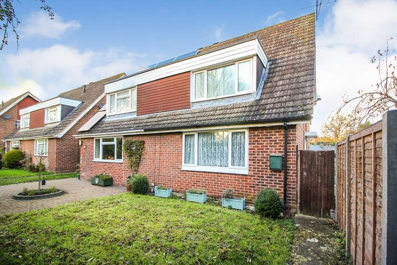 3 Bedrooms Semi Detached House for sale in Tadcroft Walk, Calcot, Reading, RG31