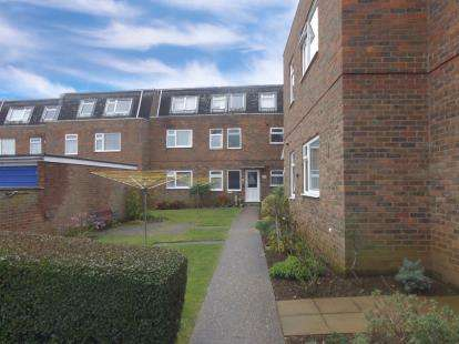 2 Bedrooms Flat for sale in Royston Court, Potton, Sandy, Bedfordshire