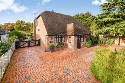 4 Bedrooms Detached House for sale in Wickford, Essex
