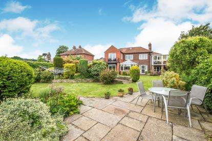 4 Bedrooms Detached House for sale in Robin Hoods Bay, Laburnum Avenue, North Yorkshire