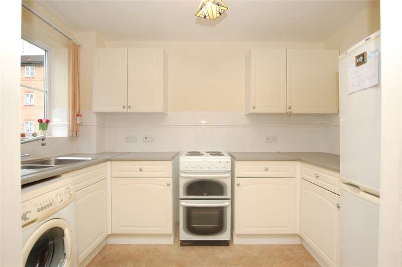 1 Bedroom Apartment Flat for sale in Gibson Court, Regarth Avenue, Romford, RM1