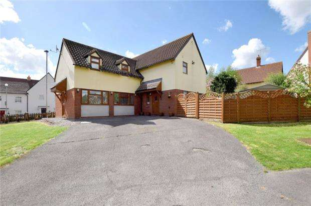 4 Bedrooms Detached House for sale in Brook Farm Close, Halstead, Essex