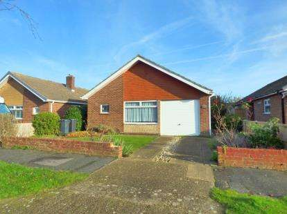 3 Bedrooms Bungalow for sale in Lee-On-The-Solent, Hampshire