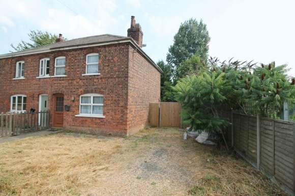 2 Bedrooms Semi Detached House for sale in Station Road, Gosberton