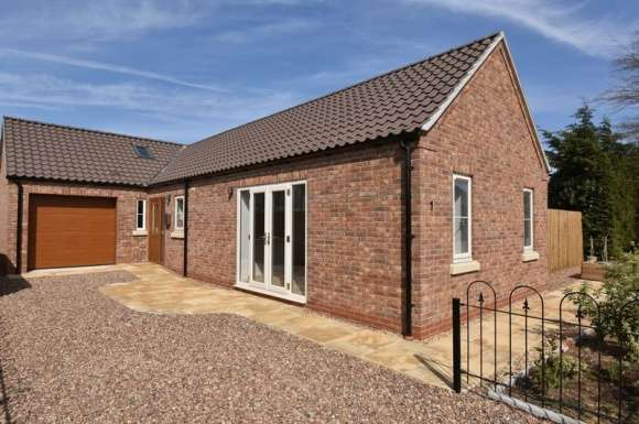 2 Bedrooms Bungalow for sale in William Close, Off Malting Lane, Donington