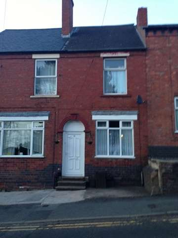 2 Bedrooms Terraced House for rent in A Delightful 2 Bedroom Terrace House on Cemetery Road, Lye, DY9 8AL