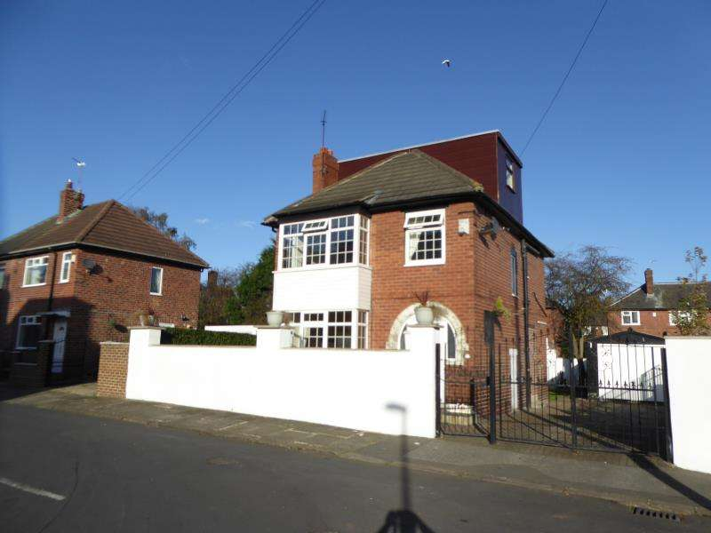 4 Bedrooms Detached House for sale in Trafford Grove, Harehills, LS9