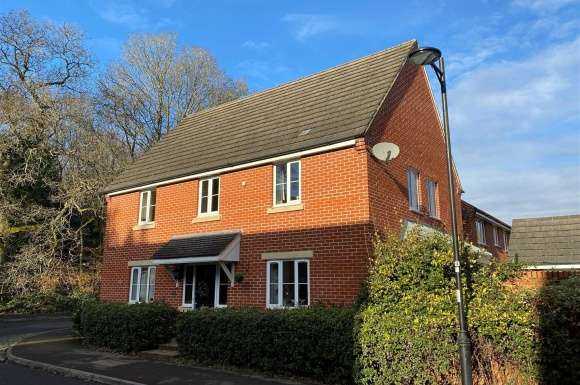 4 Bedrooms Detached House for sale in Chilworth Way, Sherfield-On-Loddon, Hook
