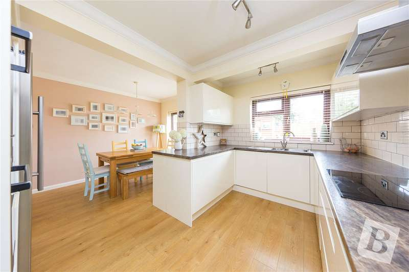 4 Bedrooms Semi Detached House for sale in Longwood Close, Upminster, RM14