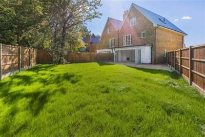5 Bedrooms Semi Detached House for rent in Chigwell, IG7