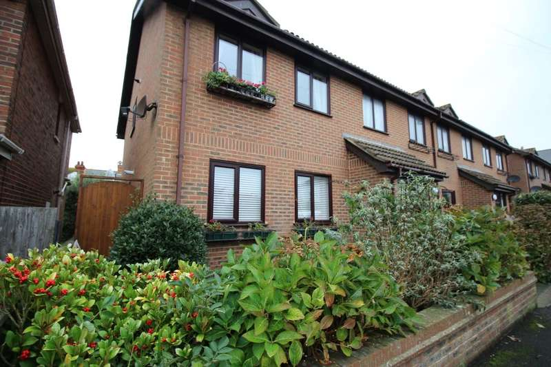 2 Bedrooms Flat for rent in Victoria Court Victoria Road, Hythe, CT21