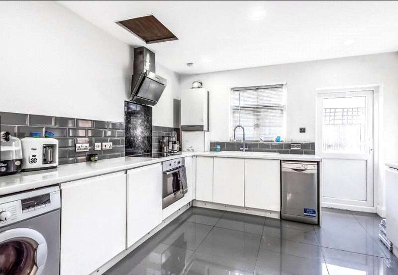 3 Bedrooms End Of Terrace House for sale in Southbridge Road, Croydon