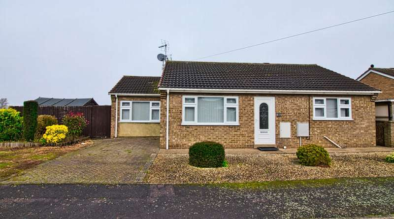 3 Bedrooms Bungalow for sale in Curlew Close, Whittlesey, PE7