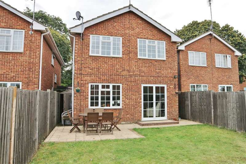 4 Bedrooms Detached House for sale in Carlton Road, Northumberland Heath, Kent, DA8 1BW