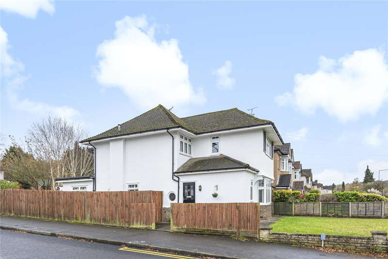 3 Bedrooms Detached House for sale in Hampermill Lane, Watford, WD19