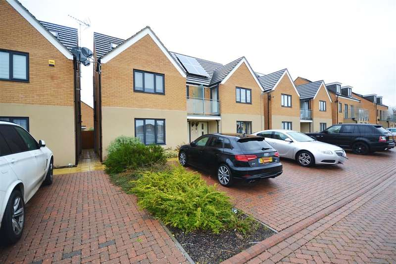 4 Bedrooms Semi Detached House for sale in Sunliner Way, South Ockendon