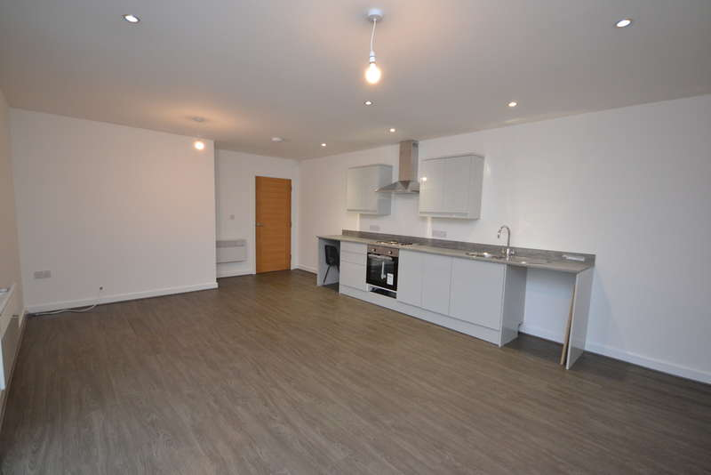 2 Bedrooms Flat for sale in Three Tuns Lane, Formby, Liverpool, L37