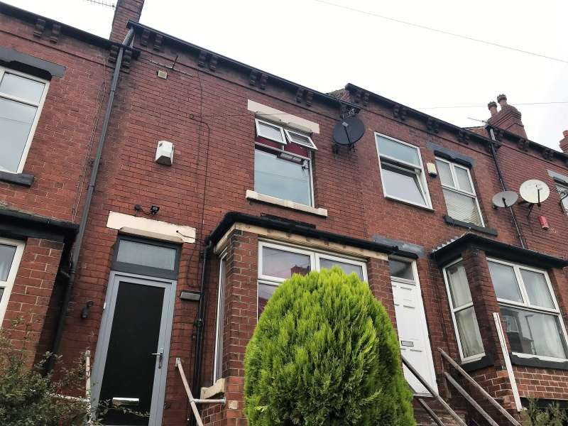 5 Bedrooms Terraced House for rent in Wetherby Grove, Burley, Leeds