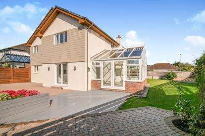 5 Bedrooms Detached House for sale in Little Trethiggey, Quintrell Downs, Newquay