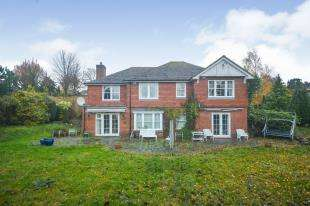 6 Bedrooms Detached House for sale in Cliff Road, Hythe, Kent